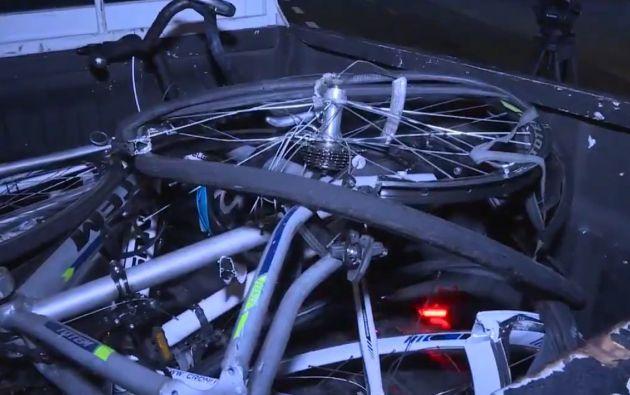 Dos ciclistas fueron arrollados por un vehículo que circulaba a alta velocidad en la vía La Puntilla - Samborondón.