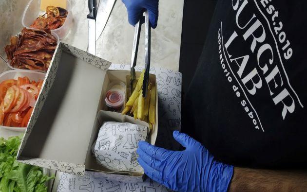 Los recipientes donde se empacan los alimentos deben ser sellados para evitar su manipulación.