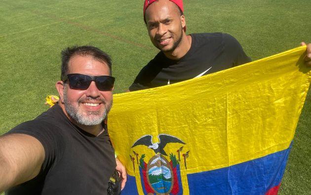 En su aventura por conocer 75 países, el fotógrafo guayaquileño Manuel Avilés se encontró con el futbolista Arturo Mina en Turquía.