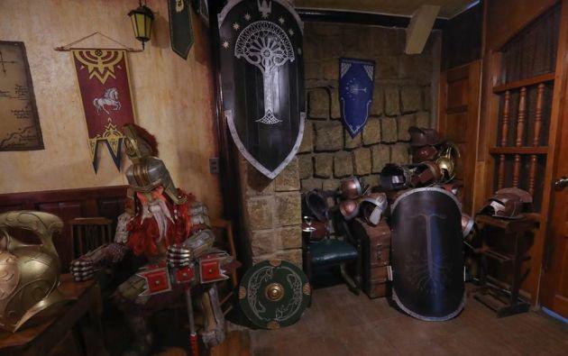 """El local Dragón Verde está ambientado en las novelas y películas de """"El Señor de los anillos"""" y """"El Hobbit"""", en La Paz (Bolivia). Foto: EFE."""