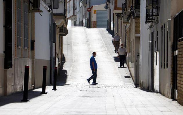 Una calle de Montalbán, un municipio de la Campiña de Córdoba con 4.489 habitantes, donde los vecinos han decidido paralizar su actividad diaria ante el aumento de casos confirmados de COVID-19 por PCR. Foto: EFE.