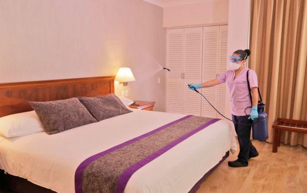 Las habitaciones del Mercure Hotel Alameda Quito son desinfectadas de acuerdo a un protocolo de bioseguridad. Foto cortesía.