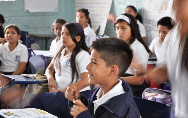 """La Unidad Educativa Felipe Costa Von Buchwald acoge a 480 estudiantes de escasos recursos en Guayaquil. Para su financiamiento, la Fundación """"Niños con Futuro"""" realiza una cena benéfica, que este año se digitalizó."""