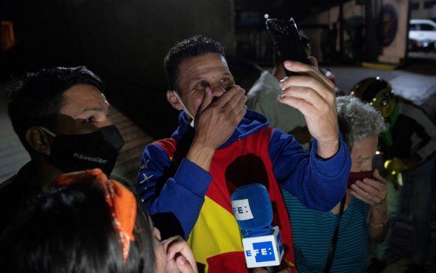 El diputado Gilber Caro ofrece declaraciones tras ser liberado hoy. Foto: EFE.