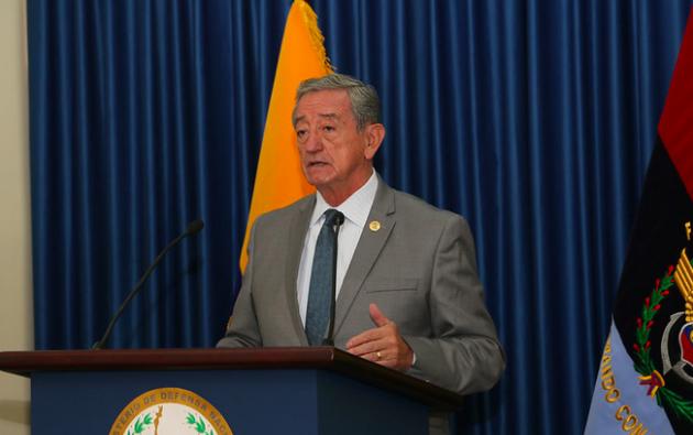 Oswaldo Jarrín puso la voz de alerta durante una rueda de prensa este lunes. Foto: Ministerio de Defensa.