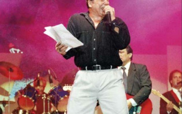 A dos meses de ser elegido Presidente, presentó un disco de músico titulado 'Un loco que ama'.