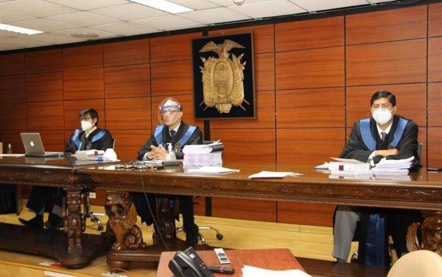 Los jueces Javier de la Cadena, Milton Avila y José Leyedra admitieron a trámite el recurso presentado por la defensa de Correa y otros 15 de los 20 imputados. Foto: EFE