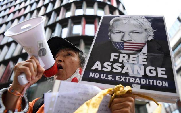 Assange afronta 18 cargos de espionaje y conspiración. Foto: EFE