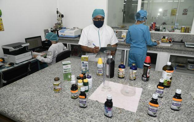 Varios suplementos se comercializan a través de cápsulas, polvos, jaleas, geles, gotas, jarabes, y otras formas, que pueden ser una fuente de nutrientes únicas o combinadas con vitaminas, minerales, proteínas, y otras. Foto: Vistazo