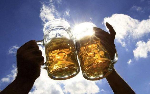 Según la OMS  alrededor de 3 millones de personas mueren a consecuencia del consumo nocivo de alcohol al año.Foto: EFE