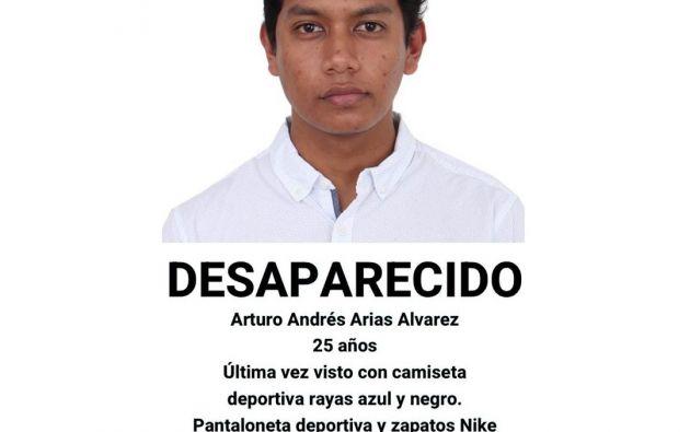 Foto que circula en redes sociales solicitando información sobre el joven desaparecido. Foto: Cortesía