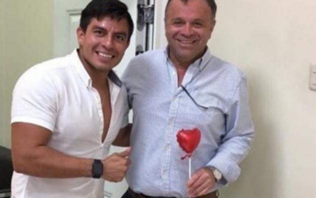 En la foto, Daniel Salcedo junto a Luis Jairala, quien es investigado por irregularidades en su gerencia del Hospital Teodoro Maldonado Carbo.