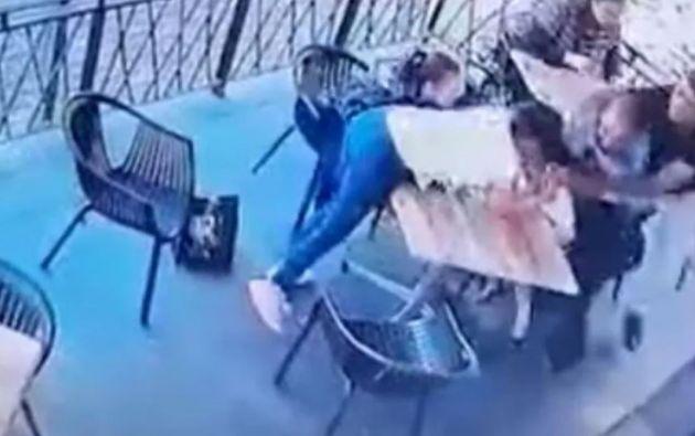 La heroica intervención del dueño del restaurante logró frustrar el ataque en Sudáfrica.