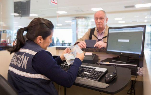 El pasaporte electrónico incluye datos de lectura biométrica. Foto: Cancillería