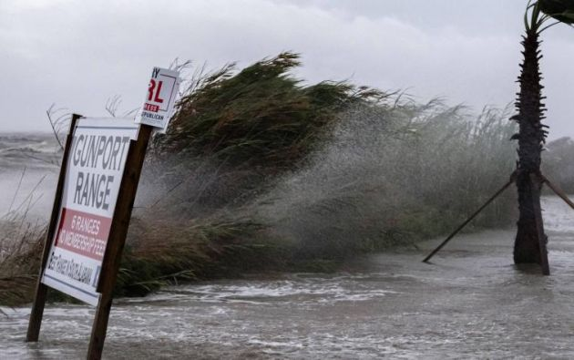 Imágenes de los efectos del huracán Sally en el puerto de Alabama, Estados Unidos. Foto: EFE