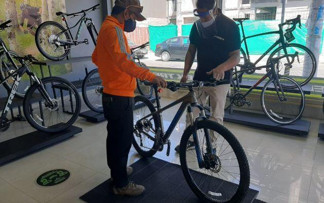 En la tienda Bike House se comercializa la marca Trek. Los vendedores tienen la consigna de asesorar al cliente de acuerdo a la estatura y sus necesidades. | Cortesía