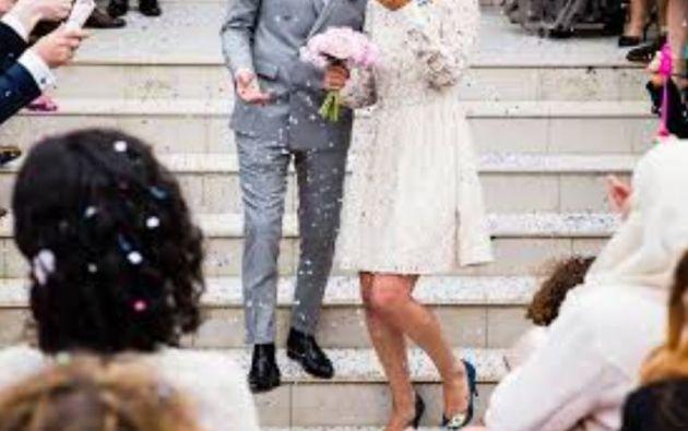 Los invitados a esta boda primero asistieron a una ceremonia en una i.glesia baptista, y luego a una recepción en un albergue