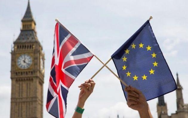 La bandera del Reino Unido y de la Unión Europea en Londres. Foto: EFE
