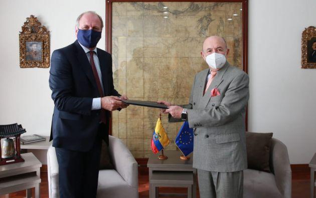 El diplomático belga Charles-Michel Geurts presentó en Quito su carta de acreditación como el nuevo embajador de la Unión Europea ante el canciller Luis Gallegos. Foto: @CancilleriaEc