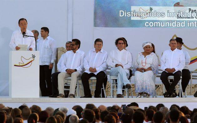 Ese pacto de paz, negociado en Cuba, fue firmado en Cartagena de Indias.
