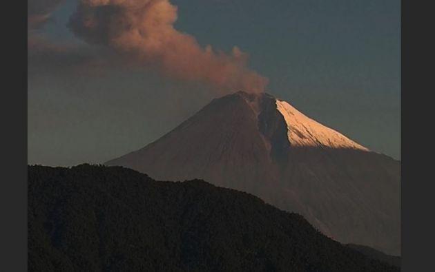 El Gobierno calculó que la caída de ceniza del volcán Sangay había causado daño en unas 80.000 hectáreas.