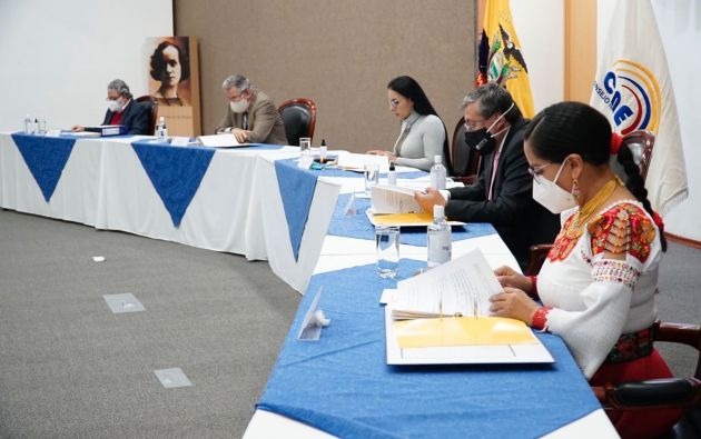 """El informe técnico ratificó que Correa """"está inhabilitado de participar debido a que tiene sentencia condenatoria ejecutoriada por el delito de cohecho""""."""