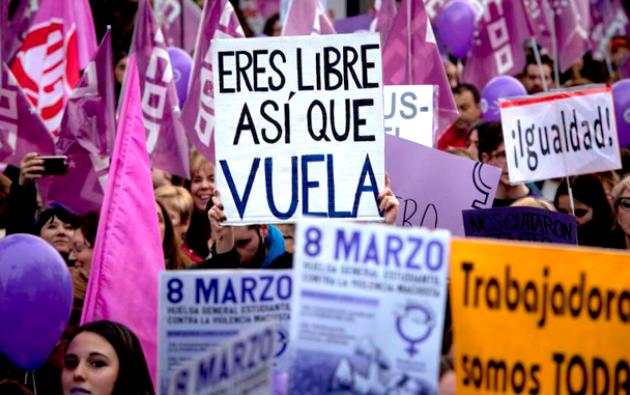 Carteles por los derechos de la mujer en una manifestación 2019. Foto: EFE