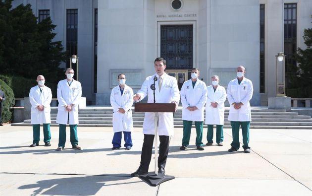 El médico del presidente Trump, Sean P. Conley, dio una actualización sobre la condición del mandatario estadounidense en el Centro Médico Militar Nacional Walter Reed en Bethesda, Maryland, EE.UU.