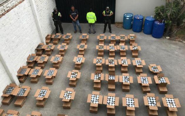 En tota 181 cajas tenían 8.670 latas con cocaína. | Policía Nacional