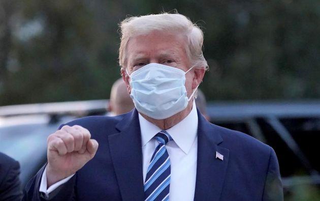 """Antes de salir del centro médico, el presidente tuiteó: """"¡Estaré muy pronto de vuelta a la campaña!"""". Foto: EFE."""