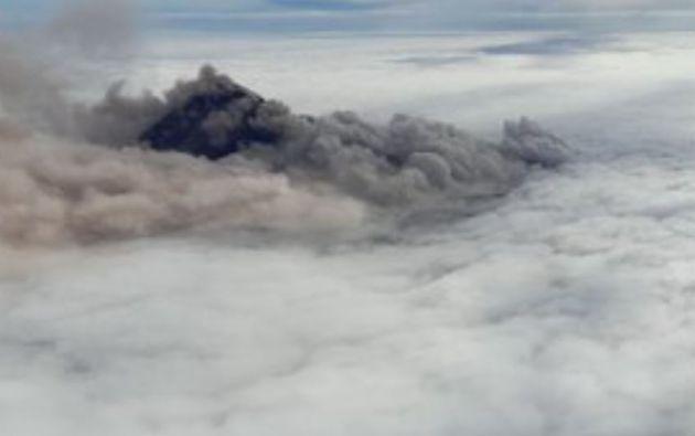 Presencia de ceniza volcánica, la cual se estaría moviendo al sur occidente del volcán.