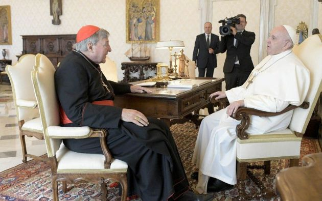 El papa Francisco con el cardenal George Pell. Foto: EFE