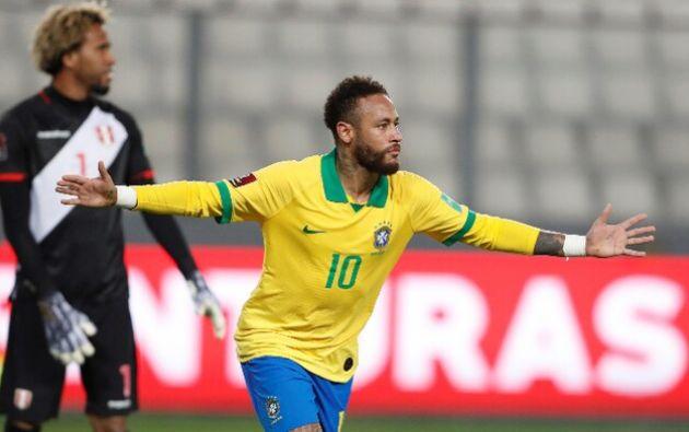 Neymar jugando para Brasil en partido contra Perú en Lima .Foto: EFE.