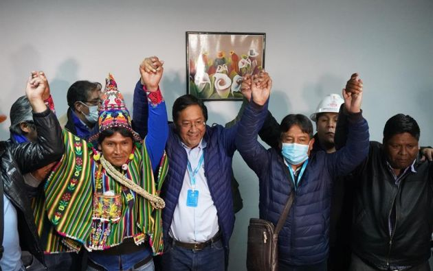 Arce celebró en La Paz un triunfo que dio por seguro, mientras que Evo Morales lo hizo desde Argentina. Foto: EFE