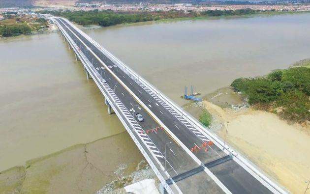 La obra consiste en un puente de 540 metros de largo, cuatro carriles, acera peatonal y una ciclovía.
