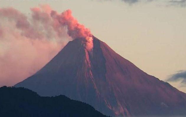 El propósito de la donación es apoyar a las poblaciones más afectadas por la actividad eruptiva del volcán Sangay.