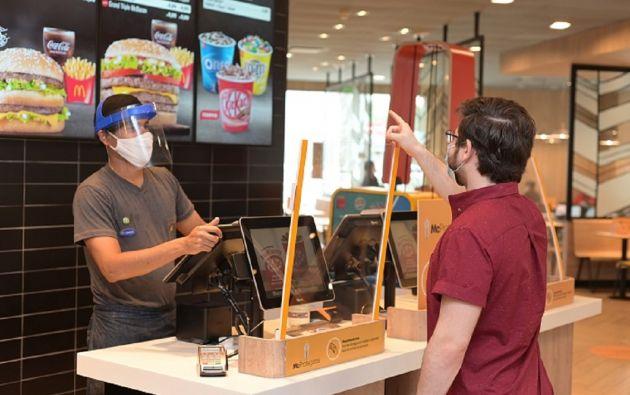 McDonald's adoptó nuevas medidas y protocolos de protección para reactivar su operación en el país. Foto cortesía.