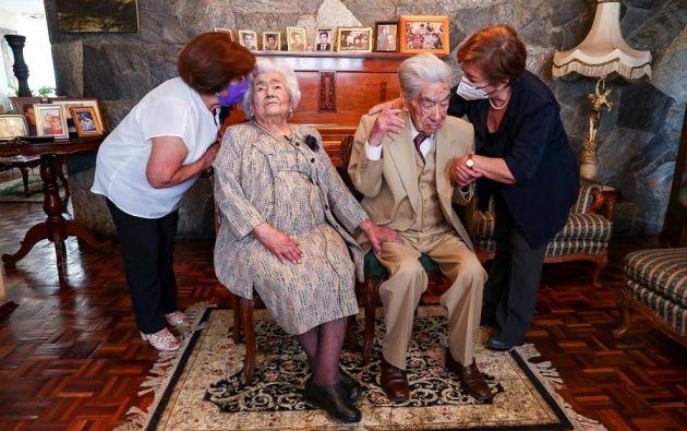Fotografía de archivo fechada el 26 de agosto de 2020 del ecuatoriano Julio César Mora Tapia, de 110 años. Foto: EFE