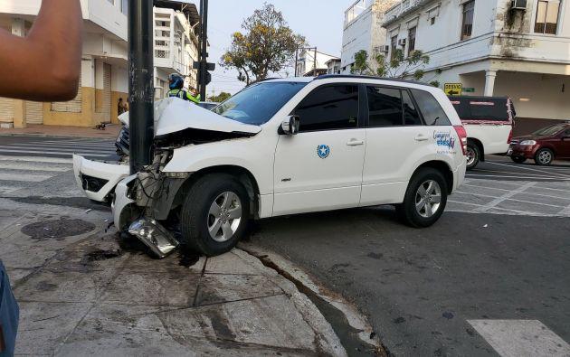El vehículo pertenecía a la Secretaría General Municipal de Guayaquil. Su conductor es procesado por atropellar a un ciclista y causarle lesiones. El cabildo porteño anunció la separación del trabajador.