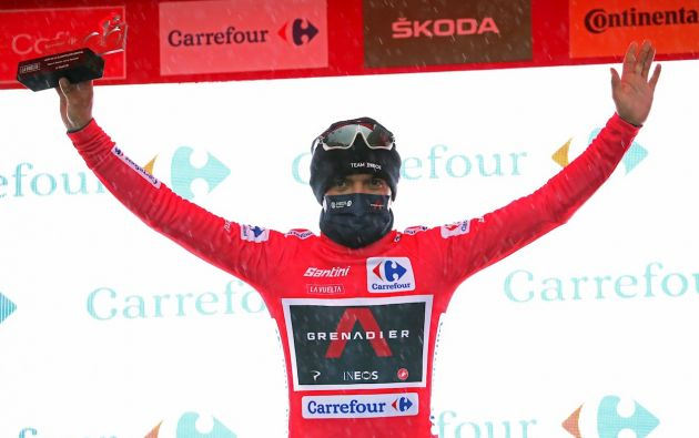 """Richard Carapaz, """"la locomotora de Carchi"""", sacó una ventaja de 18 segundos sobre su inmediato perseguidor. El ciclista forma parte del equipo INEOS y se posiciona como uno de los favoritos en la competición."""
