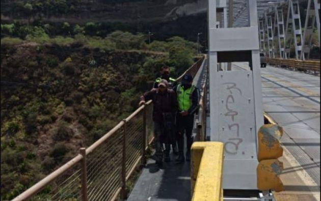 Maritza Toapanta logró impedir que un hombre se suicidara en el puente del río Chiche.