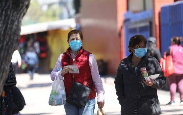 Mujeres usan tapabocas en Ciudad de México (México). Foto: EFE