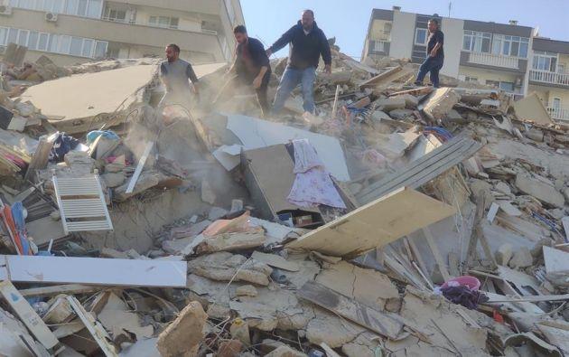 El terremoto registrado hoy en el Egeo, que ha derribado al menos una docena de edificios en la ciudad turca de Esmirna. Foto: EFE