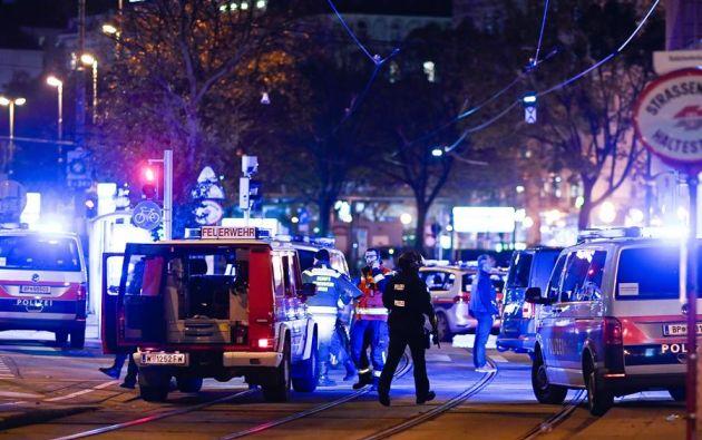 El ministro del Interior, Karl Nehammer, aseguró que varias personas con armas largas habían participado en el ataque. Foto: EFE.