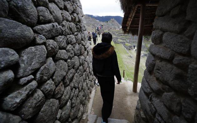 El aforo de Machu Picchu es el 30 % de los turistas que entraban antes de la pandemia, lo que significa 675 visitantes por día, con un límite por hora de 75 turistas. Foto: EFE.