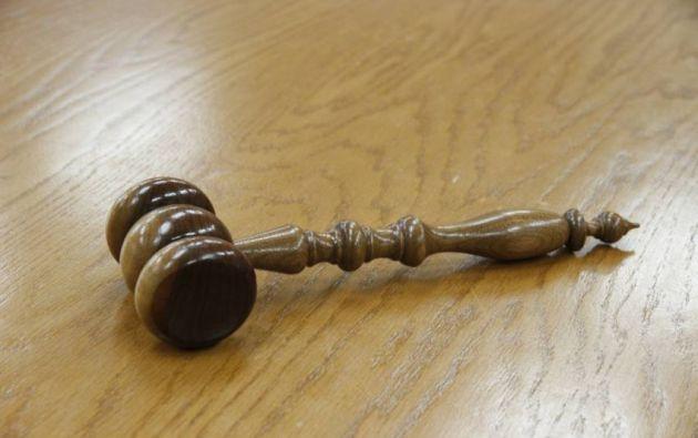 Los integrantes de un tribunal de la región peruana de Ica archivaron una denuncia por violación sexual presentada en 2019 por una joven de 20 años bajo el argumento de que la denunciante usaba ropa interior de color rojo.