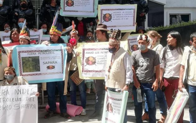 Sus dirigentes se trasladaron desde la Amazonía hasta Quito para manifestar, frente a la sede de la empresa pública Petroecuador.