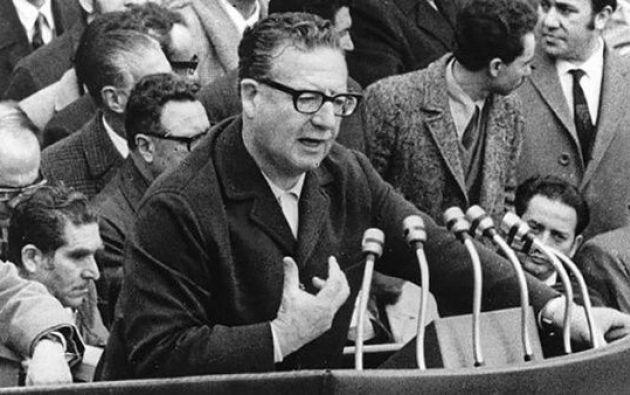 La muerte de Salvador Allende tuvo lugar el martes 11 de septiembre de 1973 durante el golpe de Estado comandado por el general Augusto Pinochet.