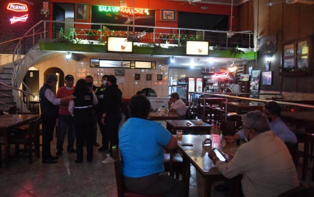 Hoy fueron clausurados varios locales del centro de Guayaquil que incumplían las ordenanzas municipales. Foto: @alcaldiagye