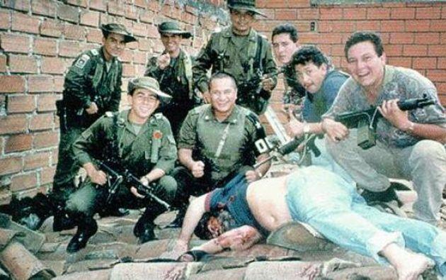 La famosa fotografía del agente Steve Murphy junto al cadáver se produjo 15 minutos después de que tuviera lugar la muerte del capo.
